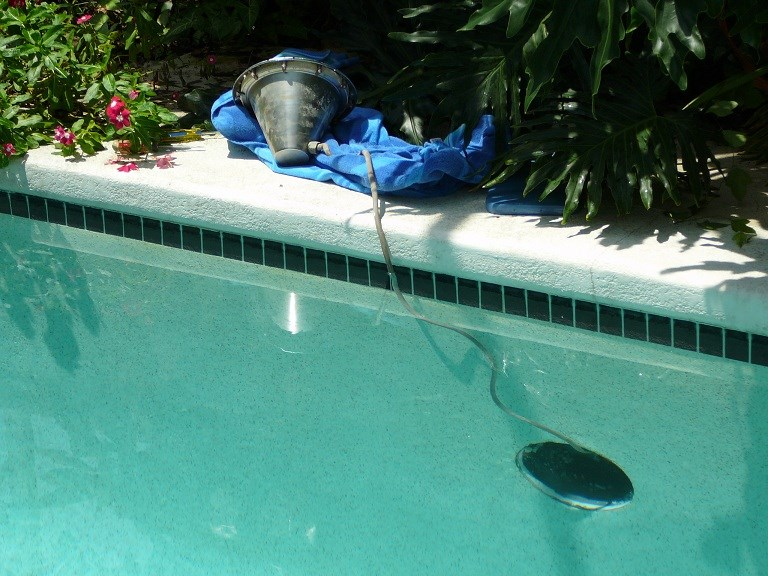 How To Temporarily Extend A Short Pool Light Cord To Replace Bulb