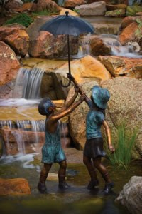 Aquascape Standing Boy and Girl With Umbrella Fountain (33x24x70) - 98511